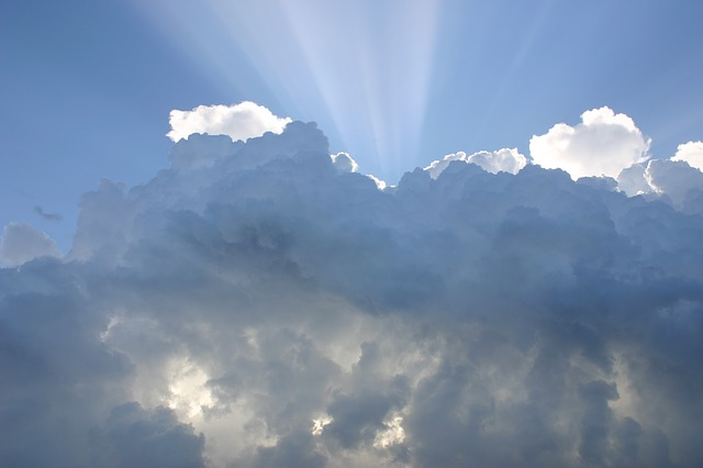 Public clouds entail risk to the privacy and controll of personal data